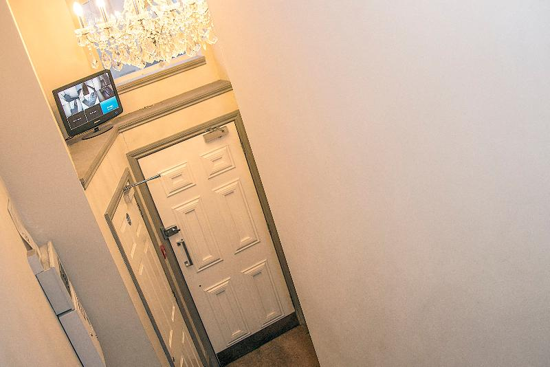 Lobby Base Serviced Apartments - Sir Thomas Street