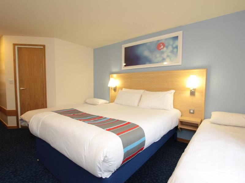 Room Travelodge Perth Broxden Junction
