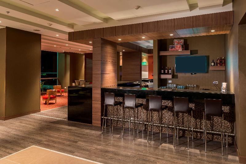 Bar Hampton By Hilton Cali
