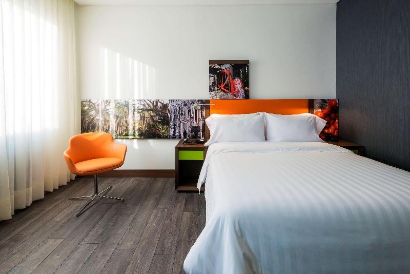 Room Hampton By Hilton Cali