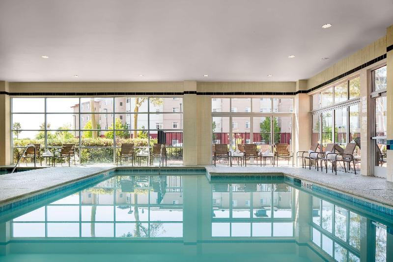 Pool Doubletree By Hilton San Francisco Airport North