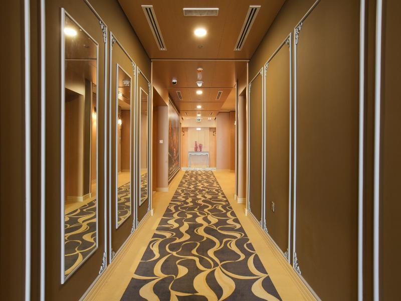 Lobby Reflections Hotel