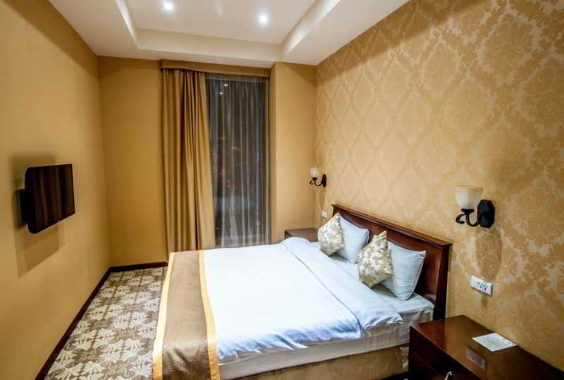 Room Diamond House