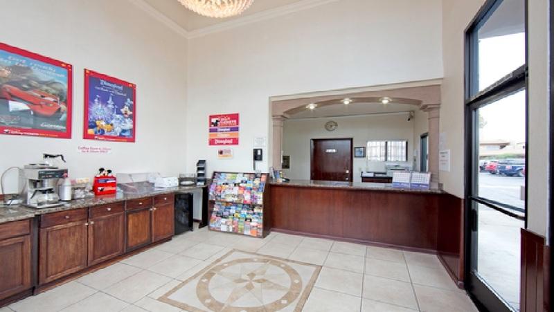 Lobby Anaheim Discovery Inn & Suites
