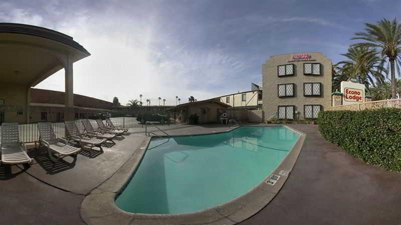 Pool Anaheim Discovery Inn & Suites