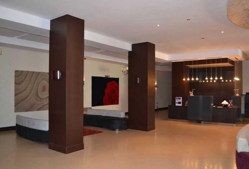 Lobby Hotel Jardy