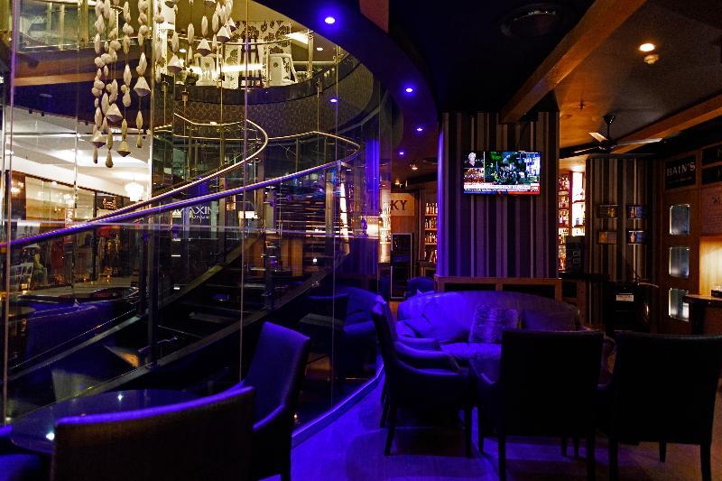 Davinci Suites on Nelson Mandela Square - Bar - 3