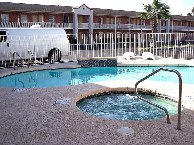 Pool La Copa Inn - Harlingen Downtown