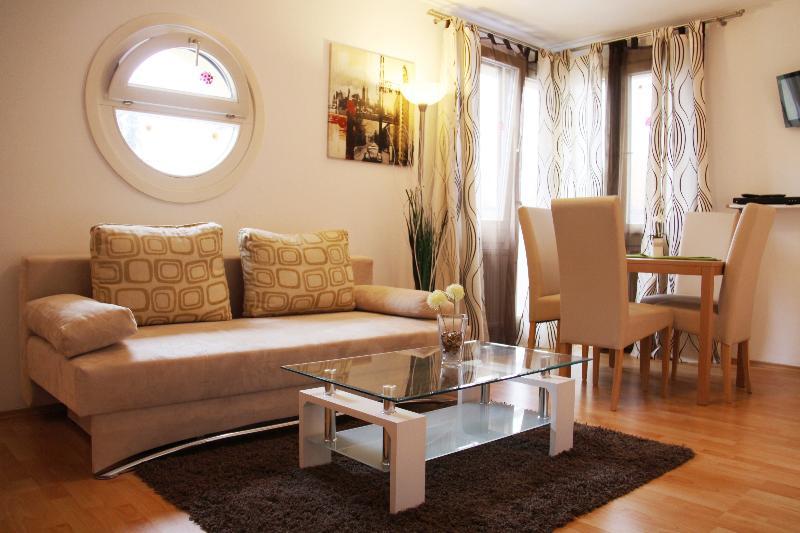 チェックヴィエナ - アパートメントハウス ヒーツィンク