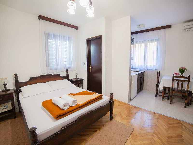 Room Guest House 4m