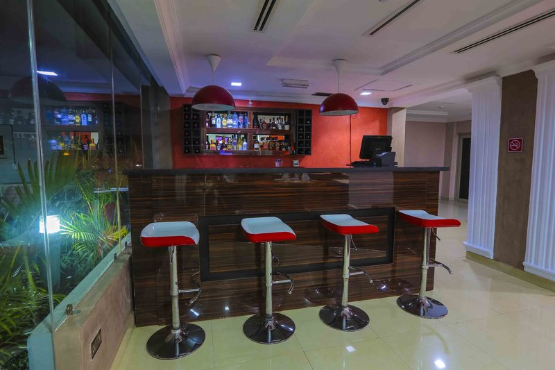 Bar Golf View Hotel & Suites Ikeja