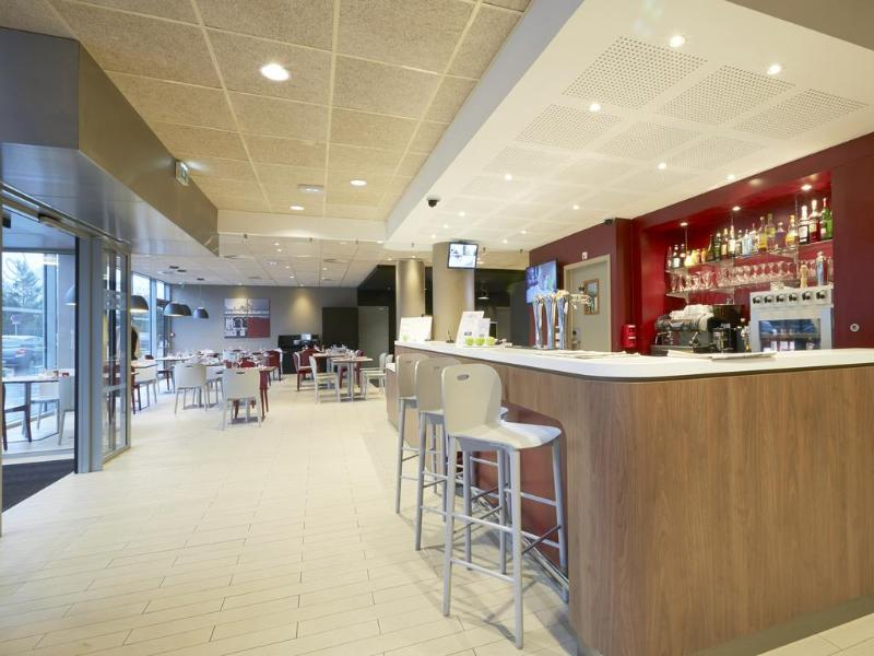 Campanile Lille Euralille Hotel - Bar - 3