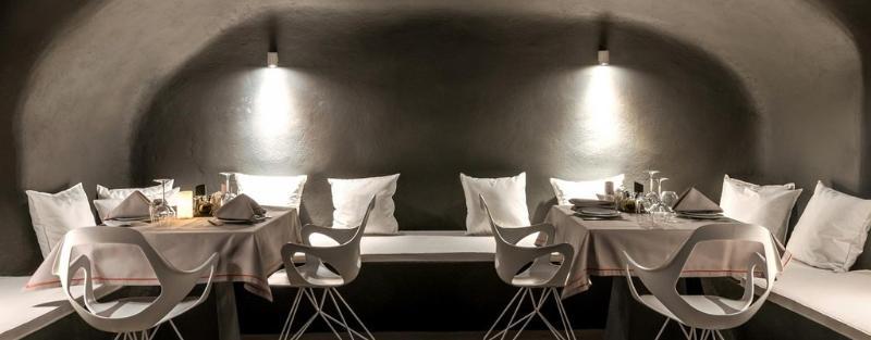 Restaurant West East Suites