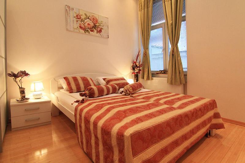 Room Villa Forever