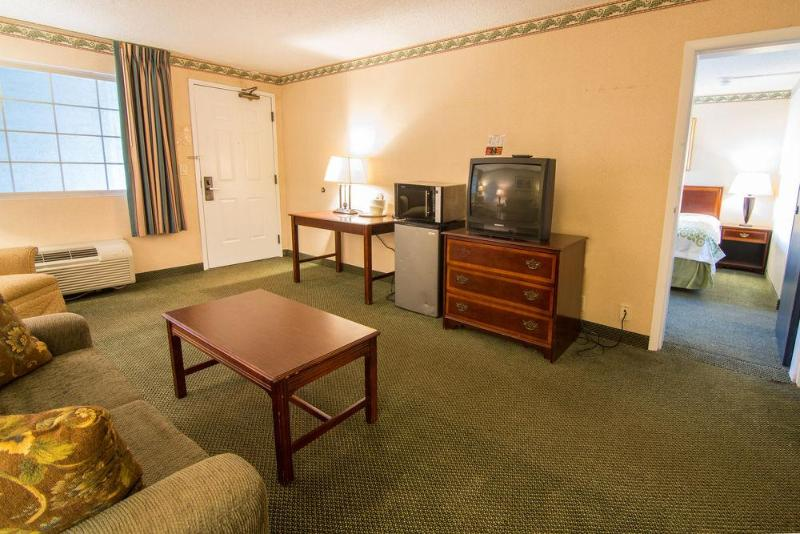 General view Days Inn & Suites Latham/albany North