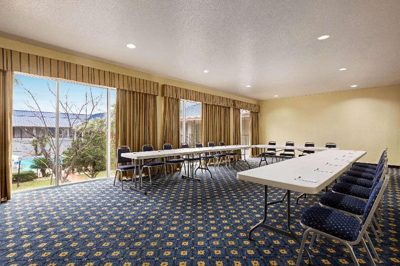 Conferences Howard Johnson  & Suites By Wyndham San Antonio
