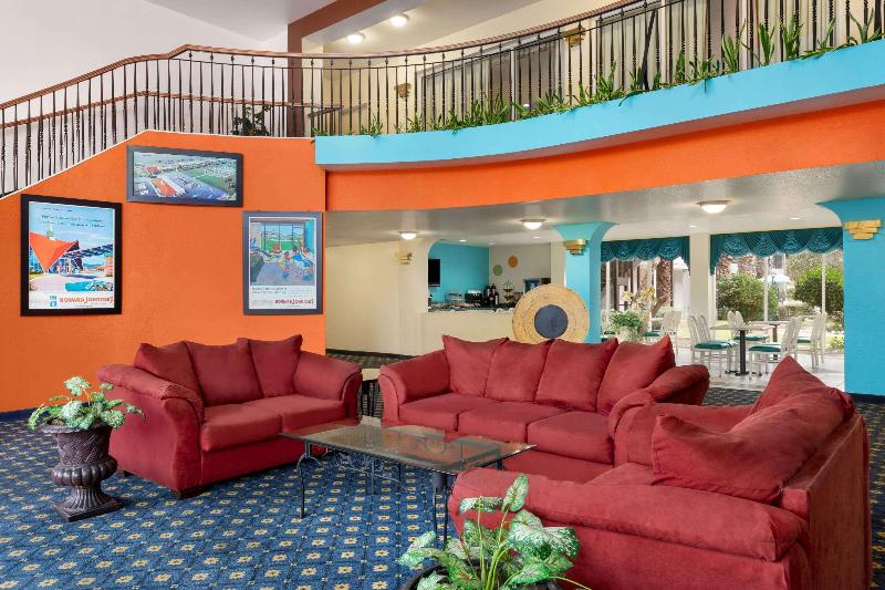 Lobby Howard Johnson  & Suites By Wyndham San Antonio