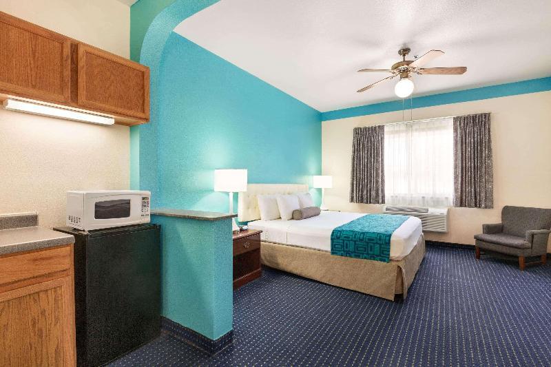 Room Howard Johnson  & Suites By Wyndham San Antonio