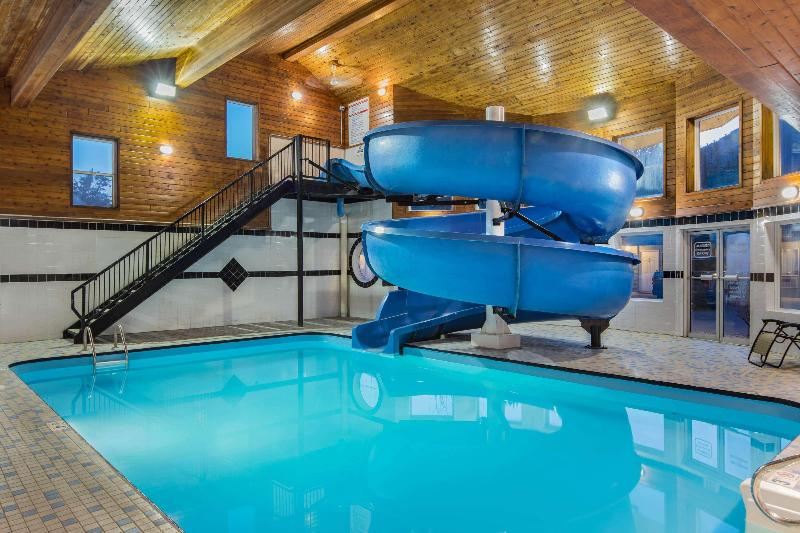 Pool Travelodge By Wyndham Golden Sportsman Lodge