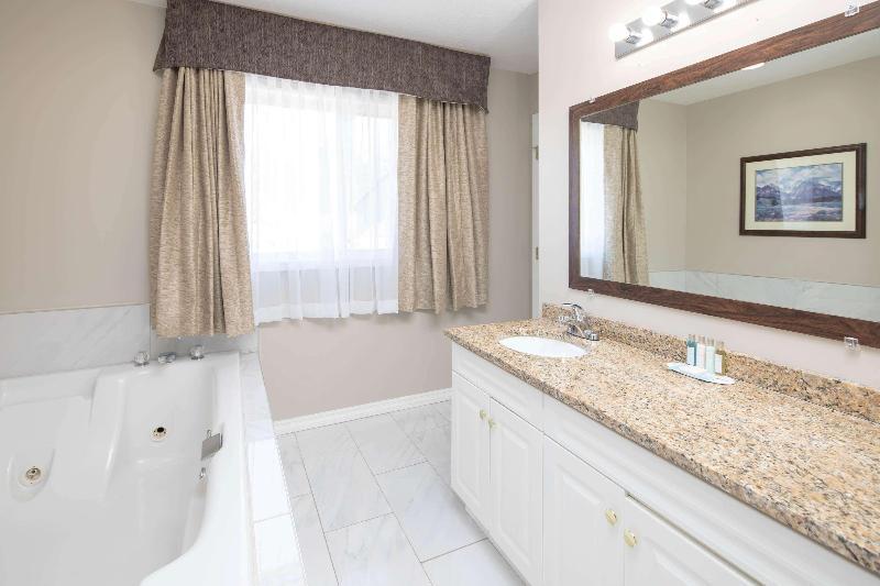 Room Travelodge By Wyndham Golden Sportsman Lodge