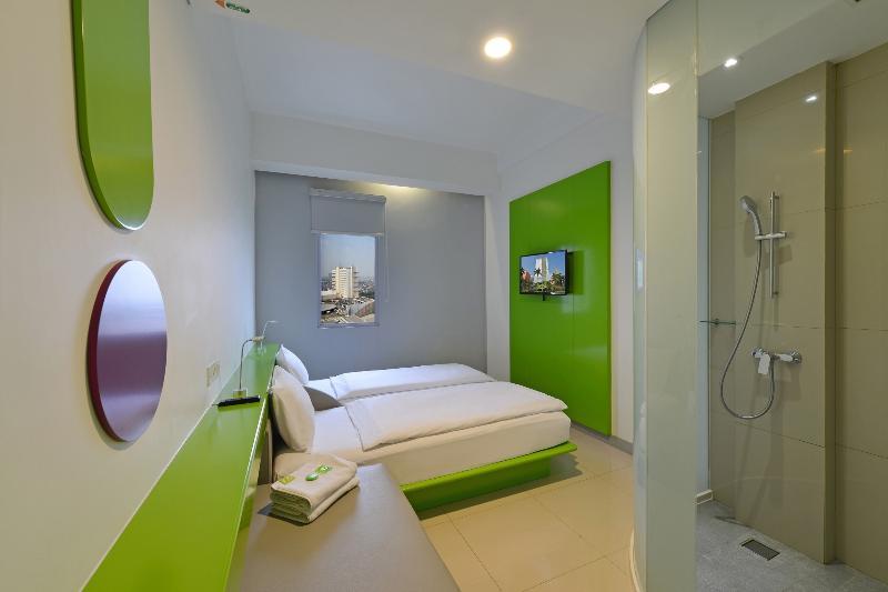 Room Pop! Hotel Kelapa Gading