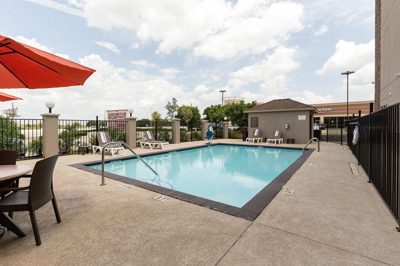 Pool Comfort Suites Near Westchase On Beltway 8