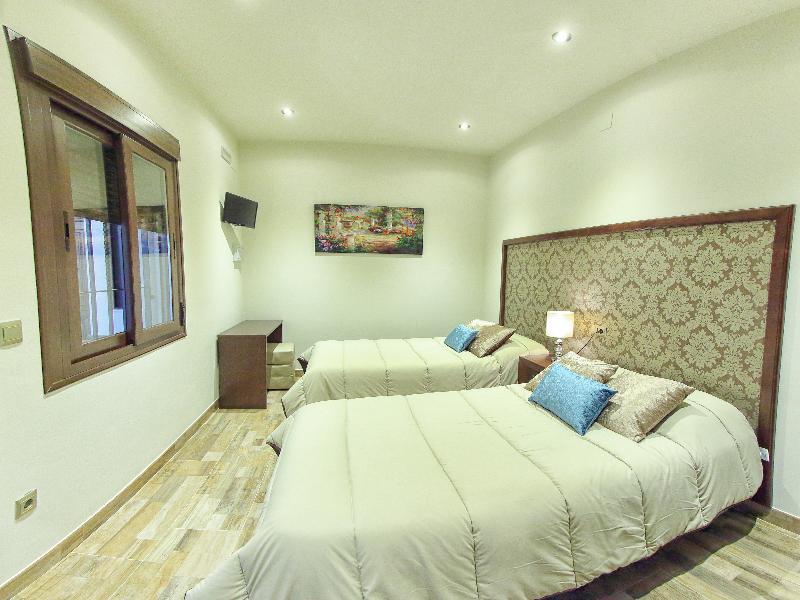 Room Hostal Garlu
