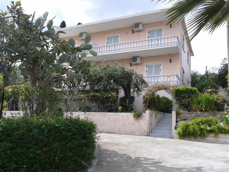 Apostolos And Eleni Family Apartments