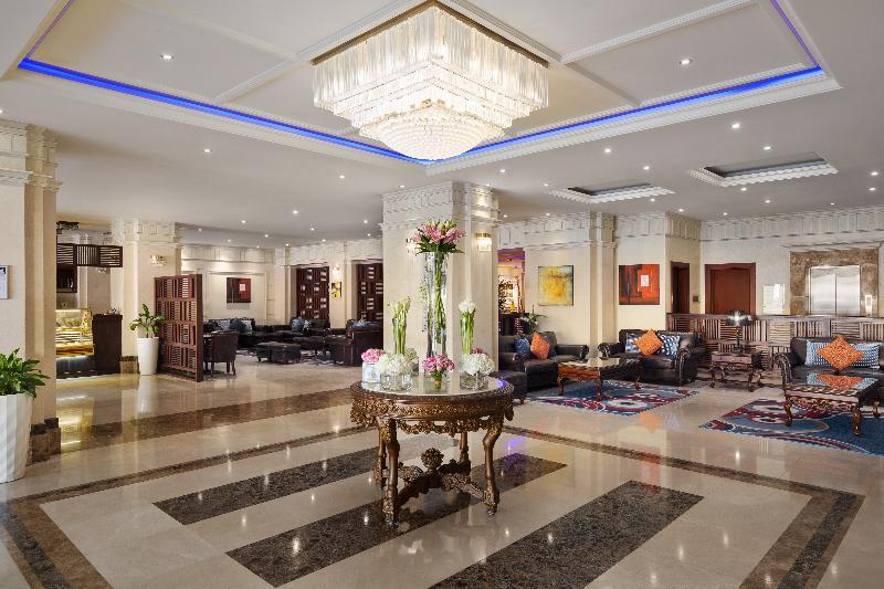 Lobby Radisson Blu Dhahran