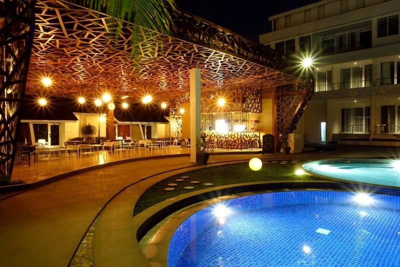 Pool Java Heritage Hotel Purwokerto