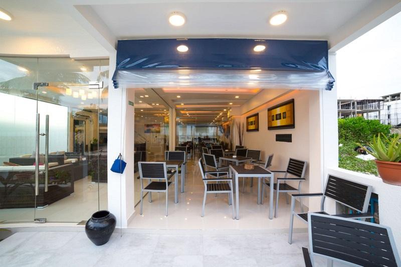 Restaurant The White Harp Beach Hotel