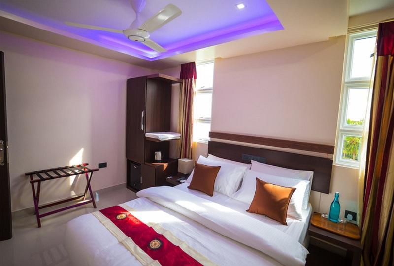 Room The White Harp Beach Hotel