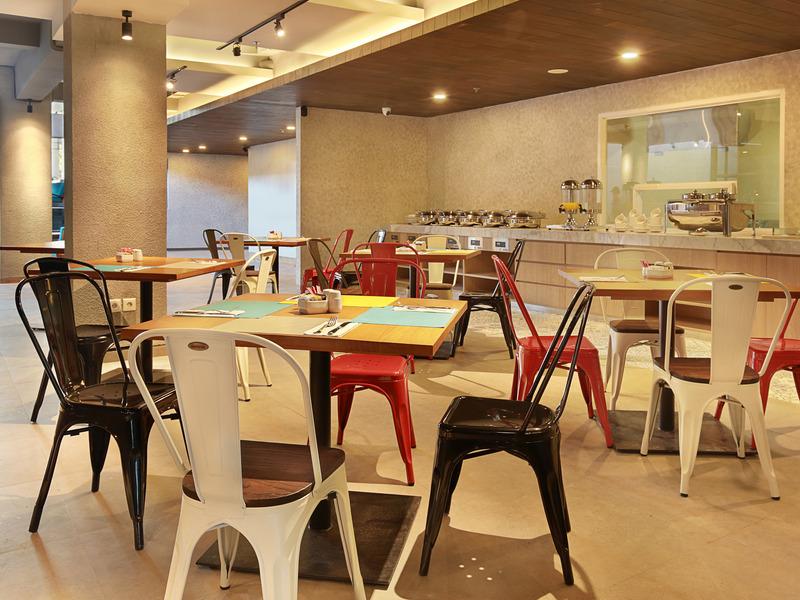 Restaurant Ibis Bali Legian Street