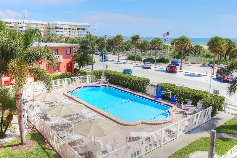 Pool Gulf Winds Resort