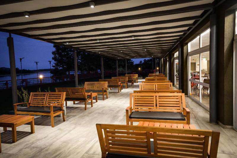 Terrace Amerian Villa Del Dique