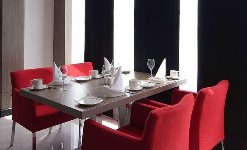 Restaurant Mira Waterfront Hotel (formerly Ramada Corniche)