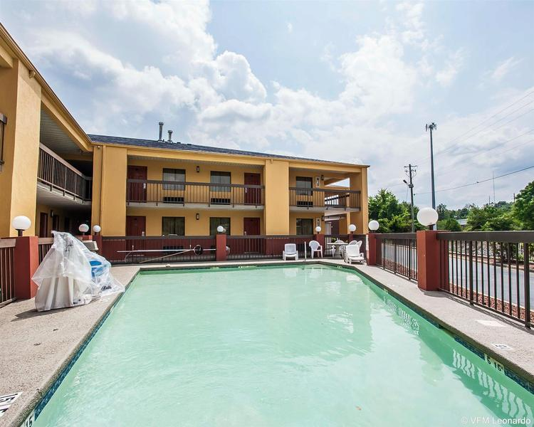 General view Econo Lodge Inn & Suites
