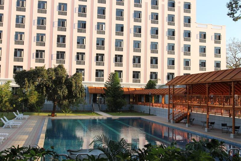 Pool Sogecoa Golden Peacock