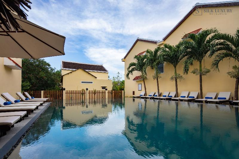 Pool Silk Luxury Hotel