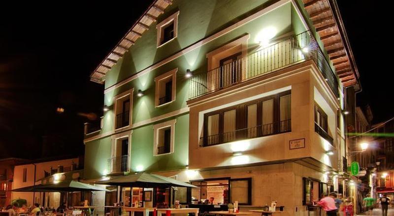 Le Petit Leon - Hotel - 1