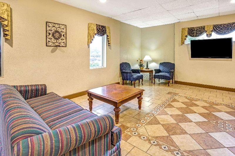 Lobby Travelodge By Wyndham Adrian