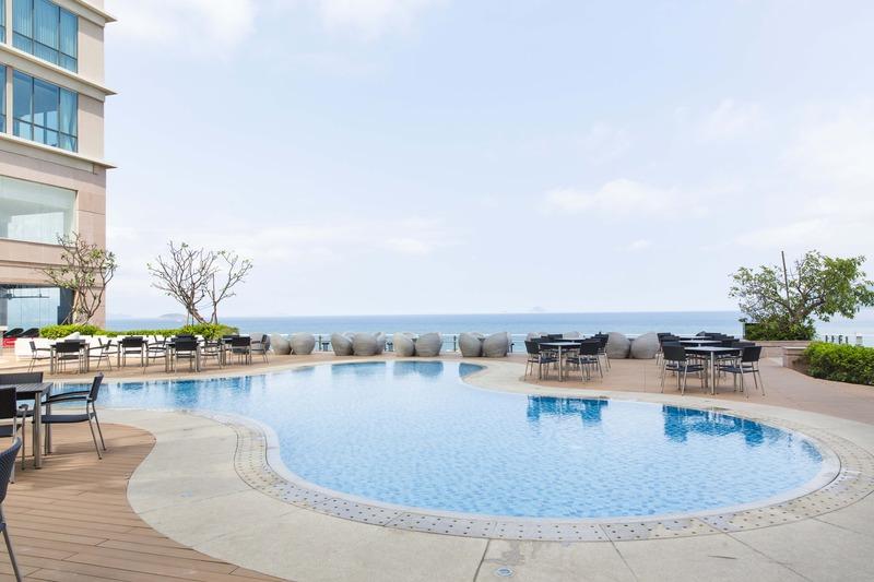 Pool Diamond Bay Hotel Nha Trang