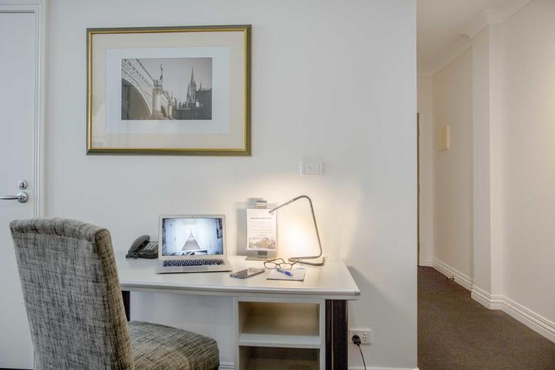 Room Collins Hotel