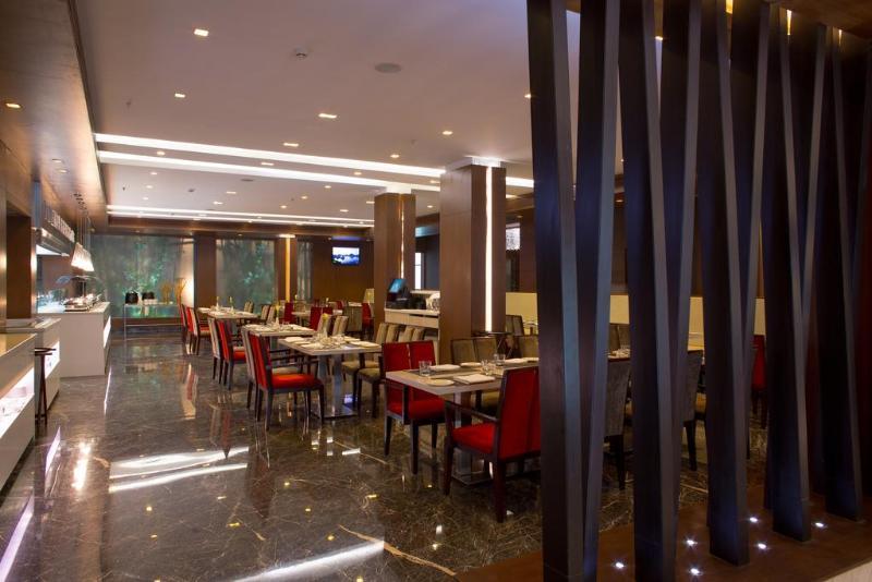 Restaurant Clarion Hotel Chennai
