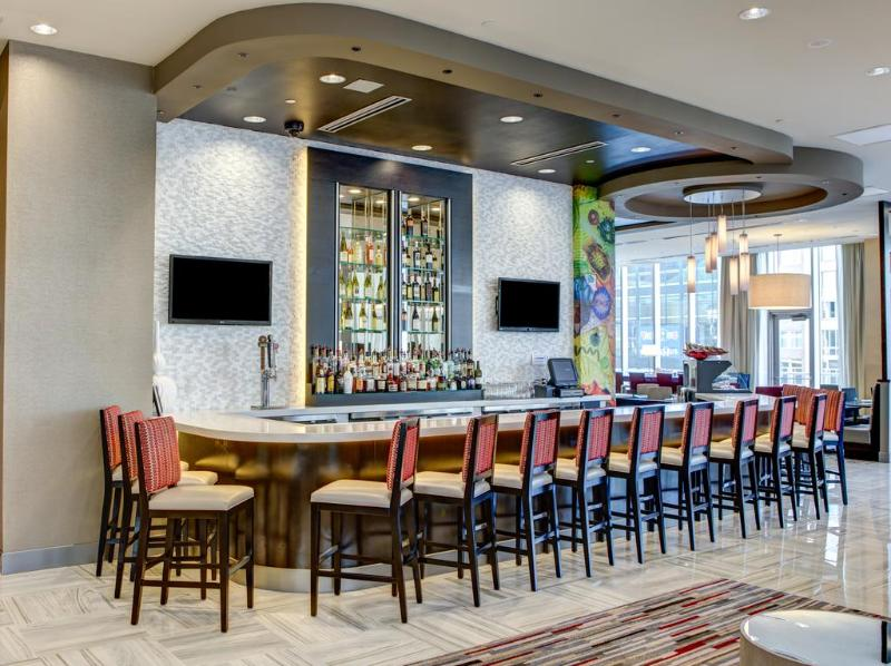 Bar Cambria Hotel & Suites White Plains  Downtown