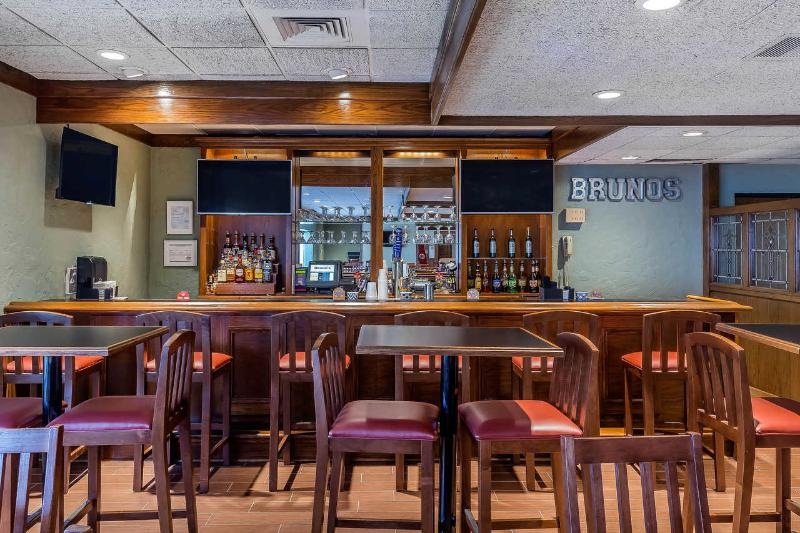Bar Quality Inn