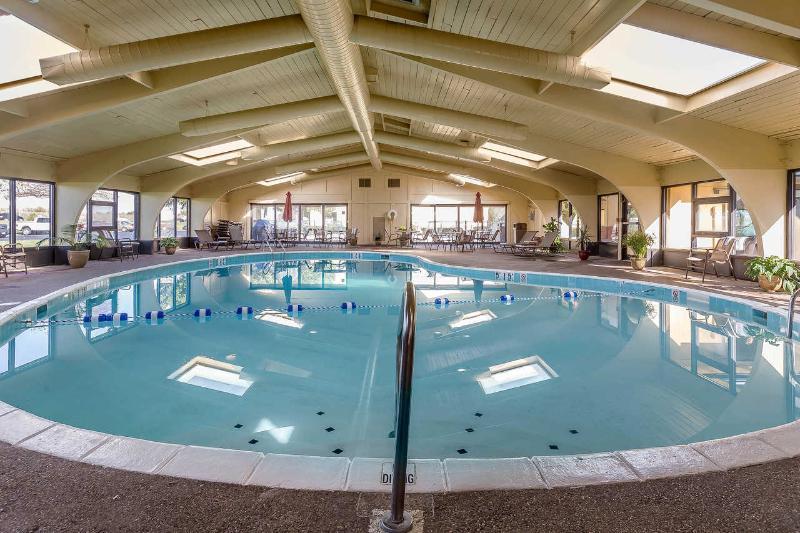 Pool Quality Inn