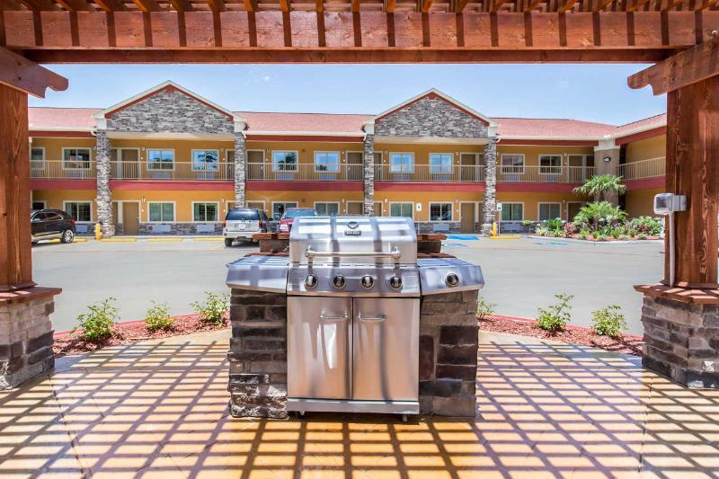 Terrace Econo Lodge Inn & Suites