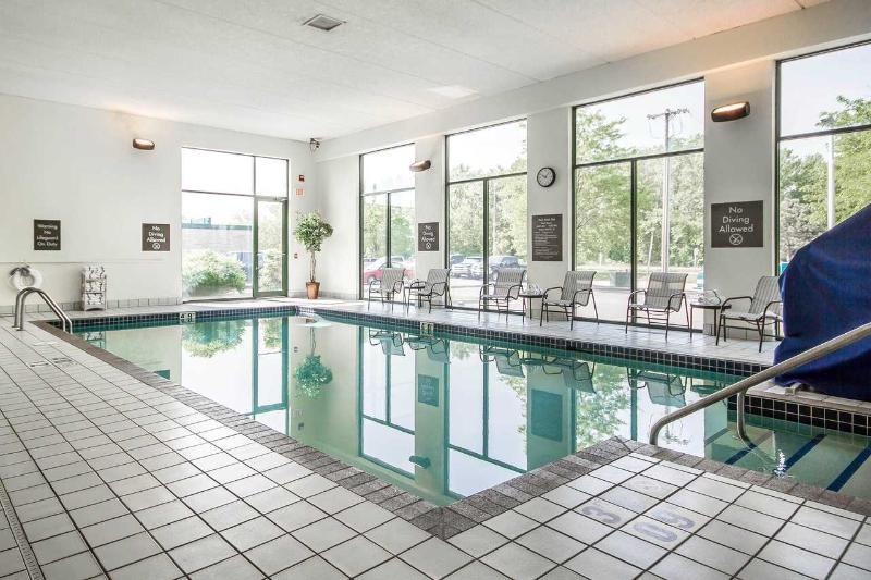 Pool Comfort Inn Madison  Downtown
