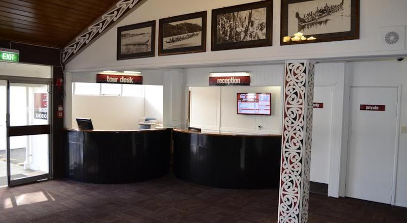Lobby Four Canoes Hotel